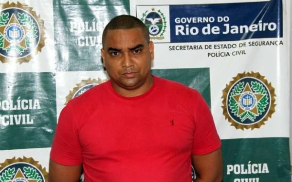 Ex-jogador do Vasco é preso vendendo DVDs piratas no Rio