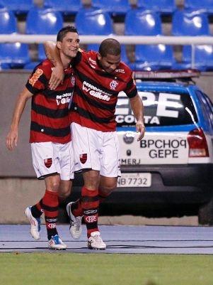 Flamengo pretende renovar o contrato de Thiago Neves