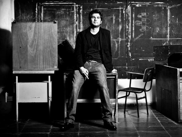 Filho do cantor Renato Russo despista sobre bissexualidade