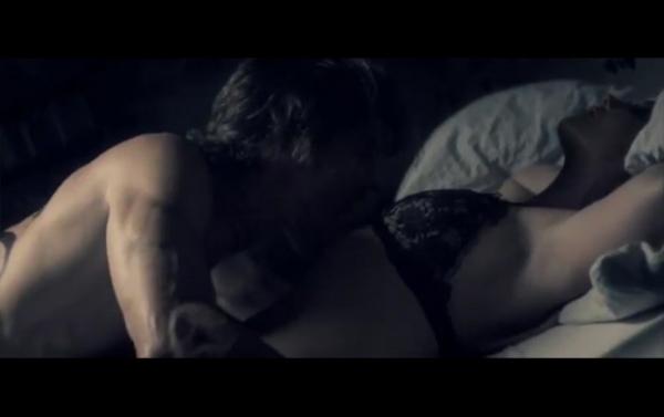Britney Spears protagoniza cenas quentes com o namorado Jason em seu novo clipe