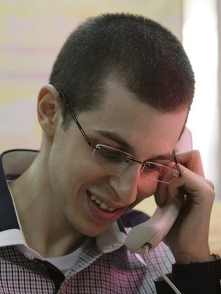 Em bom estado de saúde, soldado israelense é libertado pelo Hamas