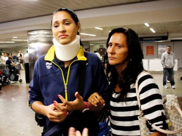 Jogadora da seleção de vôlei Jaqueline, retorna para o Brasil