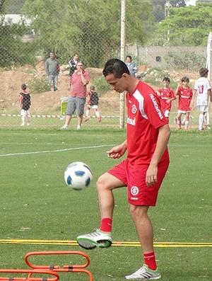 Leandro Damião inicia recuperação e já treina com bola