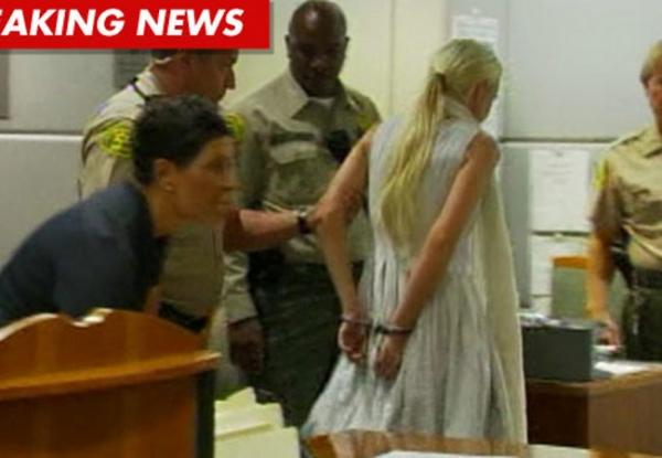 Lindsay Lohan pagará fiança e deverá cumprir mais 16 horas de serviço comunitário