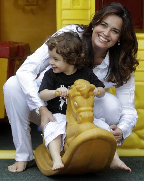Aos 44, atriz Suzy Rêgo posa com seus gêmeos e quer mais filhos