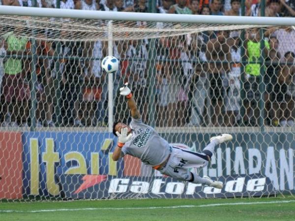 Com três expulsos, Ceará resiste e empata com Atlético-MG