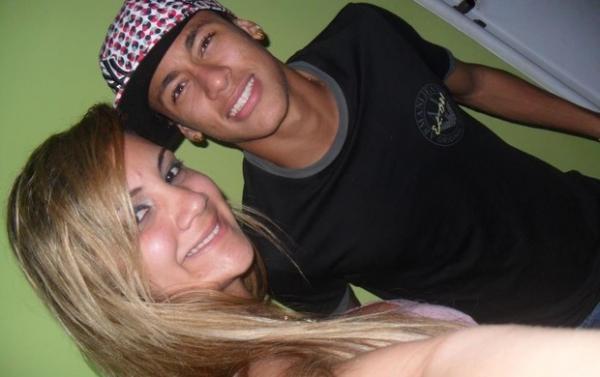 Neymar estaria tendo um romance com loira na Bahia
