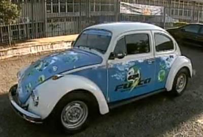 Fusca é transformado em carro elétrico por estudantes do Paraná