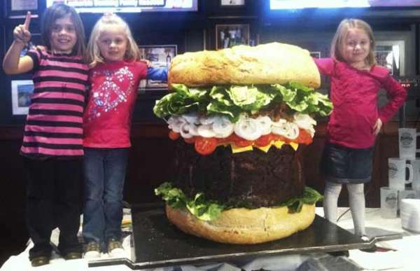 Lanchonete oferece no menu hambúrguer de 153 kg nos EUA