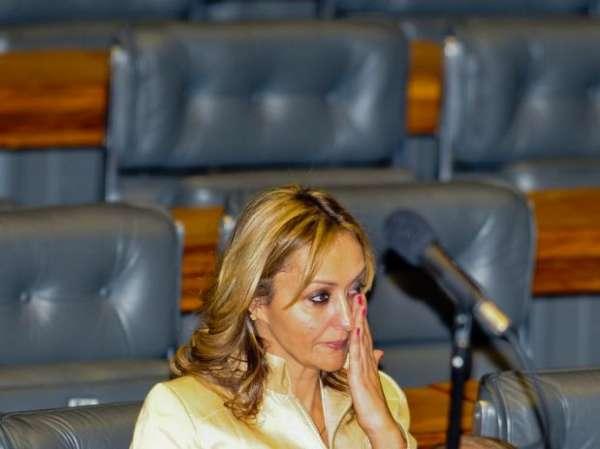Tribunal abre ação penal contra Jaqueline Roriz por falsidade