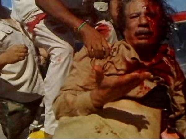 Divulgada imagens do ex-ditador Muammar Kadhafi sendo agredido e pedindo misericórdia