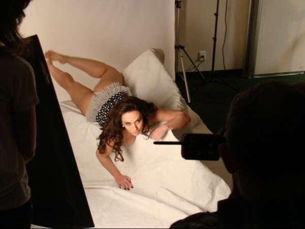 Para promover site, Núbia Ólliver mostra corpão ao ficar nua