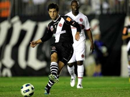 Juninho Pernambucano é o trunfo do Vasco para eliminar o Aurora