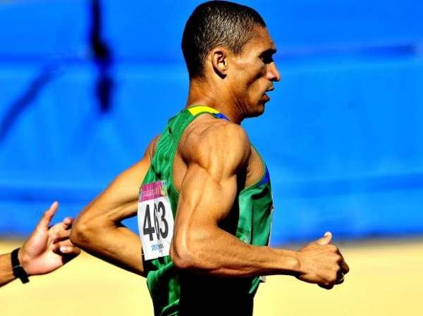 Por 0s01, brasileiro conquista a medalha de ouro nos 1500 m