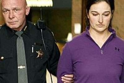 Professora pode levar 10 anos de prisão por orgias com alunos