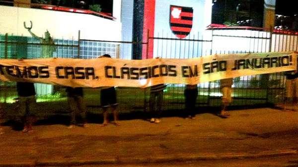 Torcida do Vasco pede jogo com Flamengo em São Januário