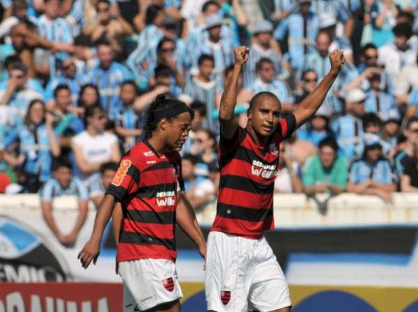 No reencontro com Ronaldinho, Grêmio vira sobre Flamengo por 4 a 2