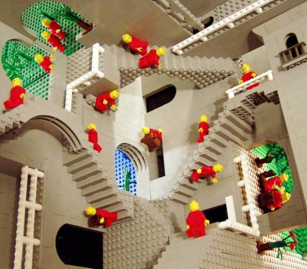 Matemático recria Relatividade de Escher usando peças de lego