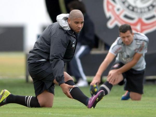 Técnico do Corinthians não confirma estreia de Adriano