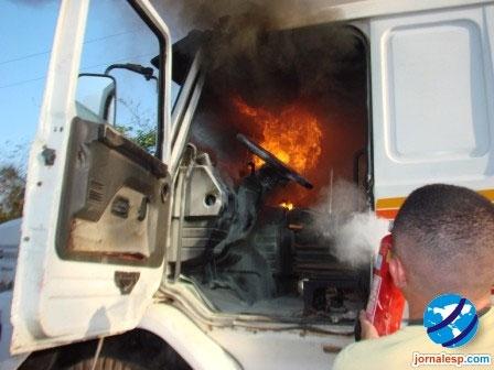 Caminhão pega fogo no interior do Piauí; veja fotos!