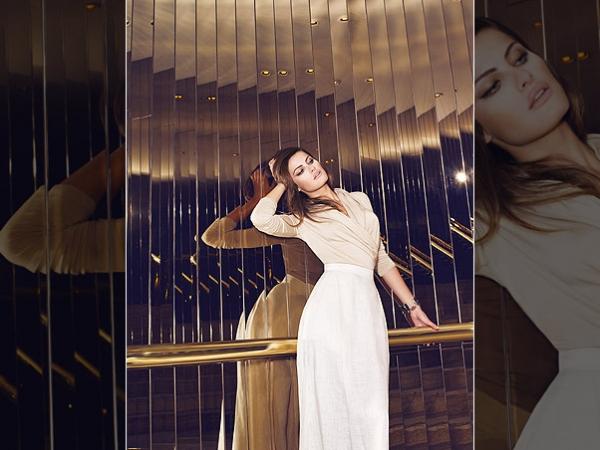 Superelegante, Isabeli Fontana posa para ensaio fotográfico