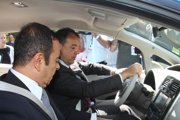 Anunciando investimentos de R$ 2,6 bilhões, para nova fabrica Nissan.