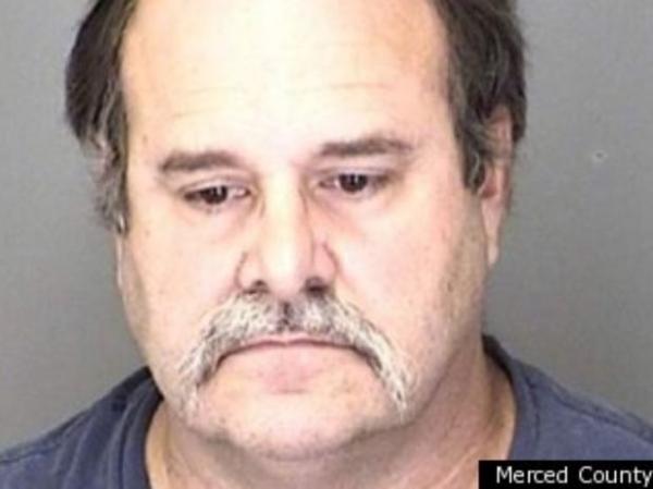 Ladrões acham pornografia infantil em casa e denunciam dono