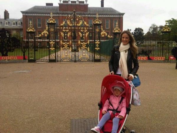Ticiane Pinheiro leva filha para conhecer casa de Lady Di