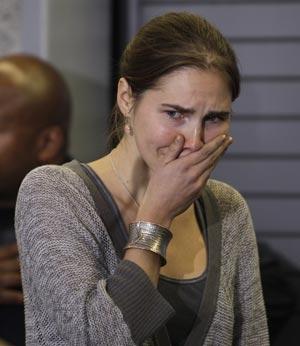 Amanda Knox diz que foi abusada sexualmente na prisão