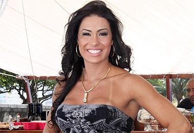 Gracyanne Barbosa demora para fechar novo ensaio nu