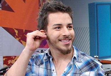 Na Globo, Junior Lima faz teste para ator com segurança