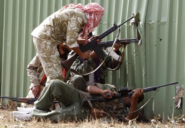 Tropas do novo regime líbio tomam locais estratégicos em Sirte