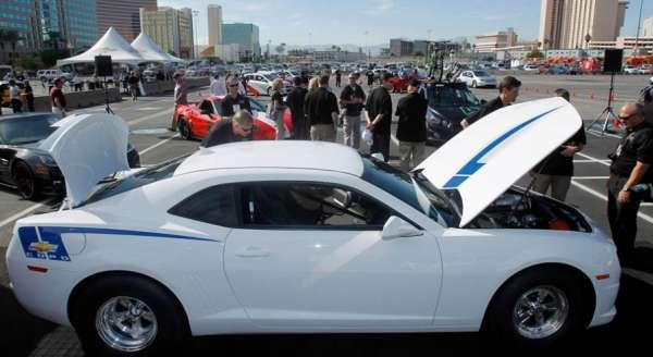 Evento exibe Camaros e carros