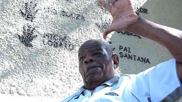 Ex-massagista do Vasco, folclórico Pai Santana morre aos 77 anos