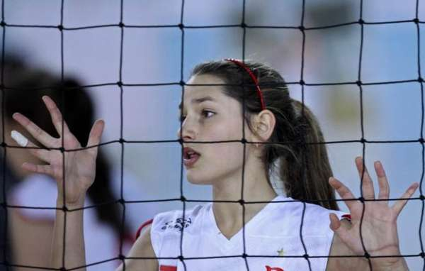 Sasha joga pelo Flamengo com direito a Xuxa na torcida