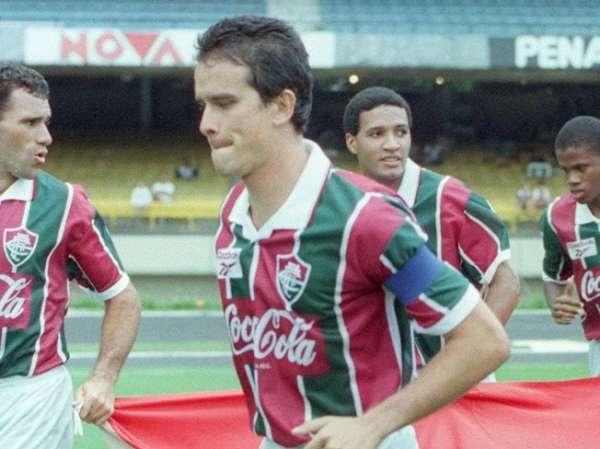 Corpo do ex-jogador Ézio, ídolo do Fluminense, é velado nas Laranjeiras; veja fotos!