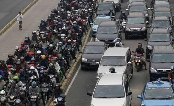 Fotos mostram congestionamento impressionante na Indonésia