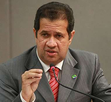 Oposição diz que ministro mentiu ao negar elo com dono de ONG