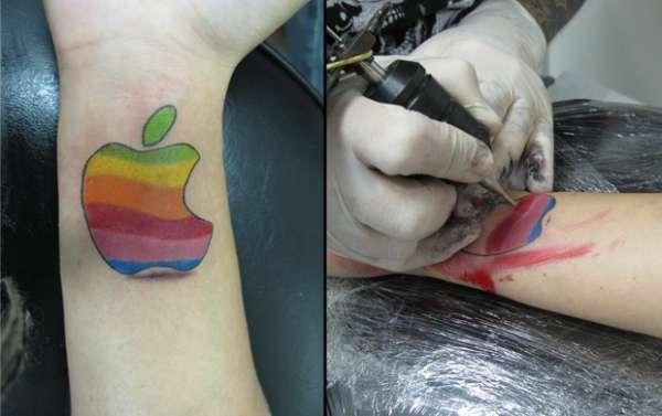 Mulher Maçã cumpre promessa faz tatuagem em homenagem a