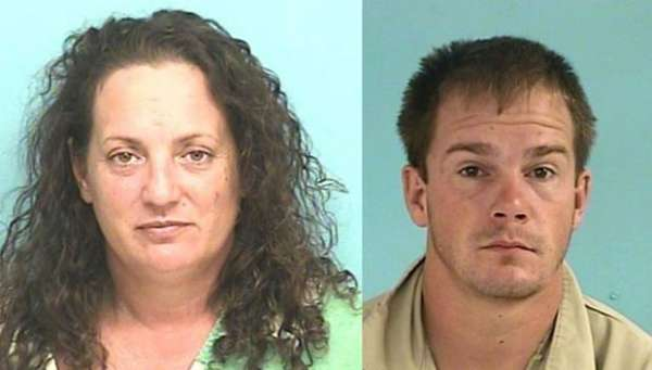 Após ser preso, casal é flagrado fazendo sexo no carro da polícia