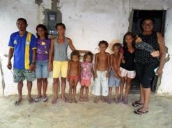 Mãe abandona 09 filhos e pai pede ajuda as Instituições