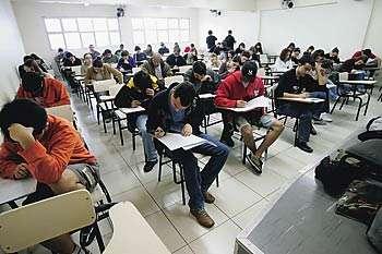 Taxa de analfabetismo no Brasil é pior que em país africano, aponta IBGE