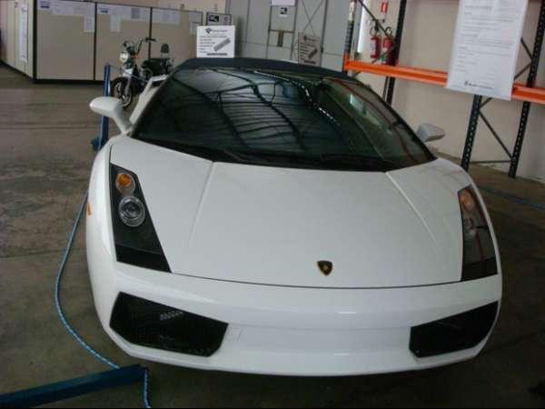 Carro de luxo tem lance mínimo de R$ 150 mil.