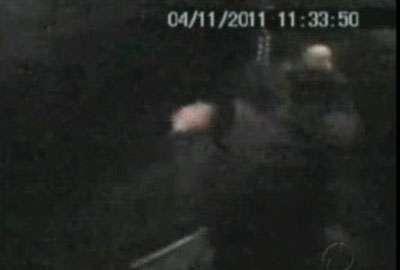Polícia prende jovem que foi flagrado comemorando furto em elevador
