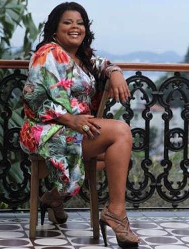 Tati Quebra-Barraco quer ser rainha de bateria no Carnaval de 2012