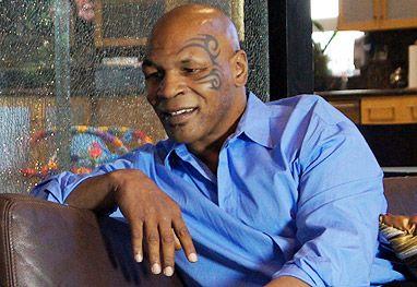 Mike Tyson supostamente vende autógrafos para não passar fome