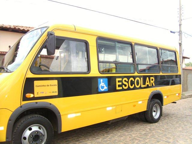 Prefeitura adquiriu dois ônibus para transportar alunos da rede municipal