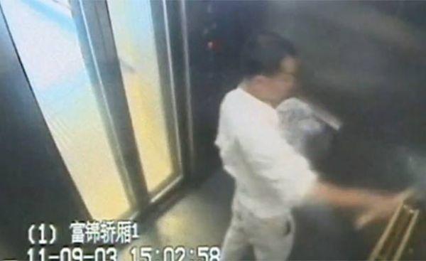 Chinês é flagrado danificando banheiros e elevadores com martelo