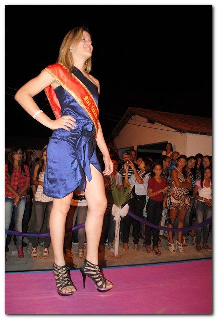 Vice Miss Piauí desfila no Curralvelhense Clube