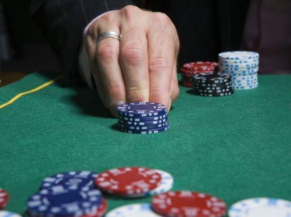 Psicólogo: Trabalho ou jogos podem ser tão viciantes quanto drogas
